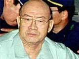 Chun Doo-hwan bị vào tù sau đó được thả bổng về vai trò trong vụ Kwangju.
