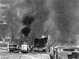 Ôtô bị đốt trên đường phố Kwangju ngày 19/5/1980 trong các cuộc biểu tình chống chính phủ.