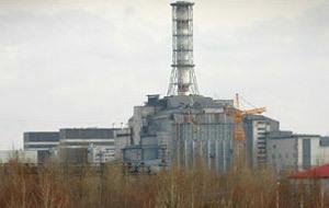 Cỗ quan tài bê tông che phủ lò phản ứng số 4 ở Chernobyl hiện nay (BBC).