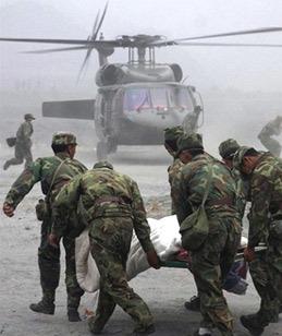Trực thăng tham gia cứu hộ tại khu vực động đất. Ảnh: AFP.