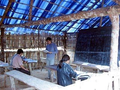 Lớp học xóa mù chữ ở Điện Biên. Ảnh: H.V.