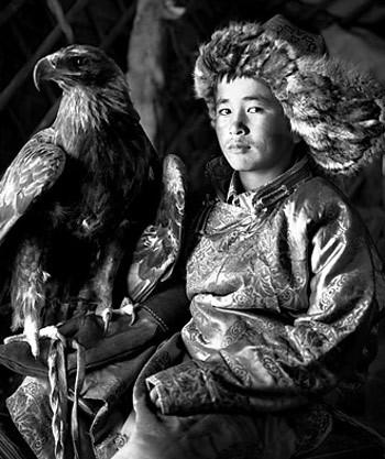 Trong vài năm gần đây người Kazakh đã nhận ra tiềm năng du lịch của nghề săn đại bàng.
