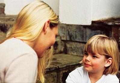Những đứa trẻ có hai phiên bản gene 5-HTTLPR dài sẽ trở thành người lạc quan. Ảnh: Daily Mail.