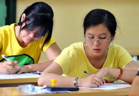 Bộ Giáo dục chủ trương thắt chặt tuyển sinh ĐH, CĐ để nâng cao chất lượng. Ảnh: Hoàng Hà.