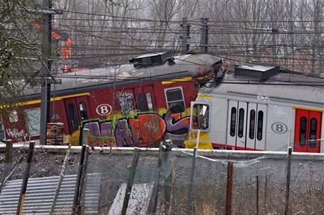 Hai tàu hỏa đâm nhau ở ngoại ô Brussels. Ảnh: AFP.
