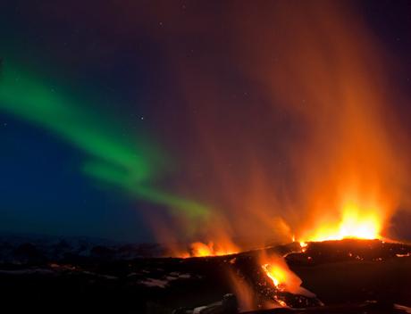 Bão từ gây nên cực quang ở phía trên núi lửa