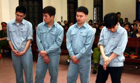 4 bị can tại tòa. Ảnh: Lê Thanh.