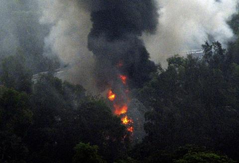 Chiếc Boeing 737-800 lao ra khỏi đường băng tại thành phố Mangalore và lao xuống một thung lũng gần đó.