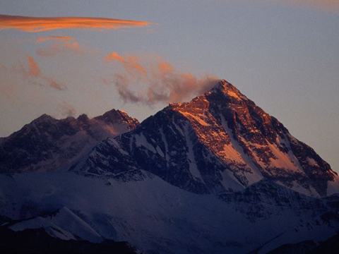 Cảnh tượng Everest lúc hoàng hôn.