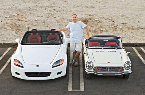 Honda S2000 (trái) và S600 đời 1964