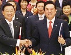 Chen Yunlin (bên phải)