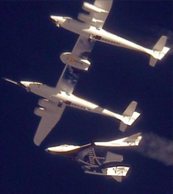 Tàu Enterprise được thả ra từ máy bay khác. Ảnh: Virgin Galactic.