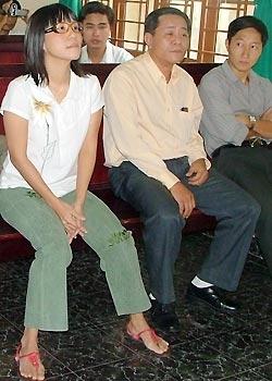 Hương Trà trong lần ra tòa vì bị ca sĩ Phương Thanh kiện. Ảnh: Vũ Mai.