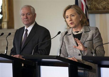 Ngoại trưởng Hillary Clinton và Bộ trưởng Quốc phòng Robert Gates tại Australia. Ảnh: AFP