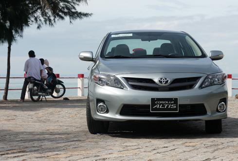 Vừa ra phiên bản mới và được lợi nhờ tỷ giá nên Altis đang bán chạy. Toyota Việt Nam cho biết đơn hàng Altis đã kéo dài đến tháng 2/2011. Ảnh: T.N.