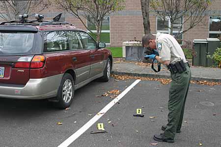 Cảnh sát chụp ảnh hiện trường một vụ án tại Mỹ. Ảnh:
