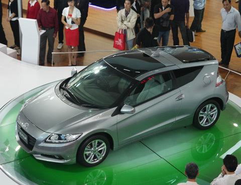 Ngày càng nhiều mẫu xe nhập trong gian hàng của các hãng xe tại Việt Nam Motorshow. Đây là chiếc CR-Z của Honda.