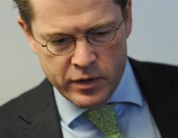 Ông zu Guttenberg tuyên bố từ chức hôm nay sau nhiều tuần bị chỉ trích vì đạo văn. Ảnh: DPA.