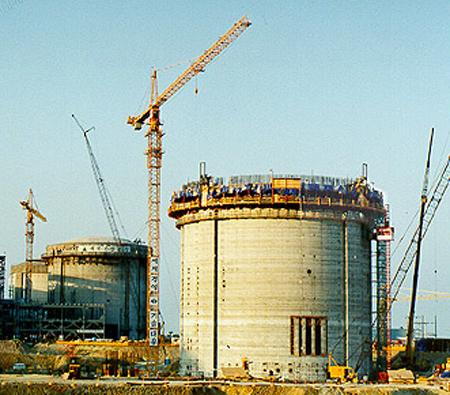 Một bể chứa lò phản ứng đang được xây dựng.