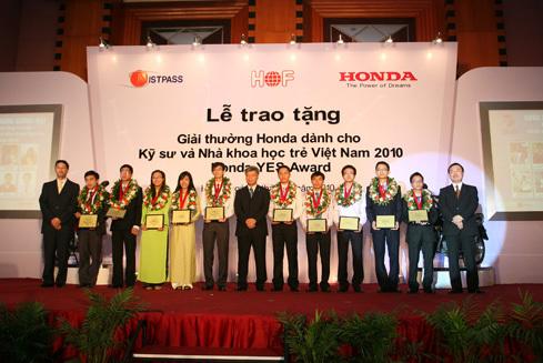 Các thí sinh của giải thưởng Honda YES Award năm 2010.