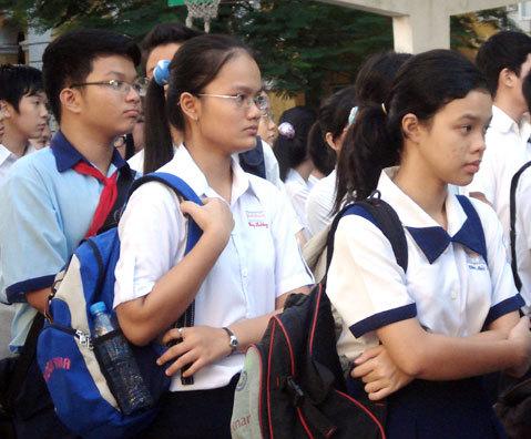 Học sinh thi tuyển vào lớp 10 tại trường Trần Đại Nghĩa. Ảnh: Hải Duyên.