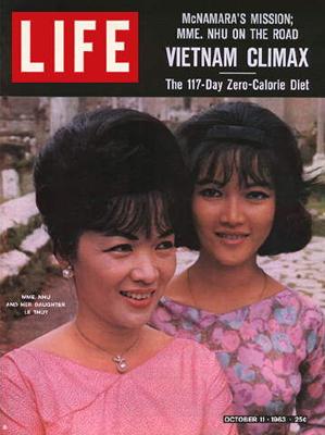 Trần Lệ Xuân và con gái Ngô Đình Lệ Thủy trên bìa tạp chí Lifie tháng 11/1963.