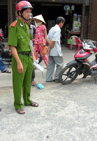 Cảnh sát đến hiện trường thì hai thanh niên trong vụ truy sát đã chạy mất./.Ảnh: Thiên Phước