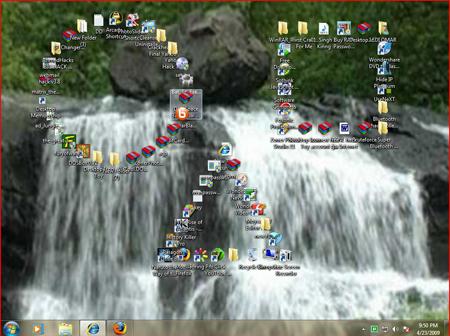 Màn hình máy tính với những biểu tượng được sắp xếp ngăn nắp