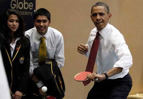 Cuối cùng, một ván đấu đã diễn ra giữa một bên là Obama và Cameron và bên còn lại là hai em học sinh.