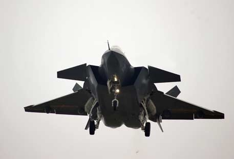 Máy bay chiến đấu tàng hình Chengdu J-20 của Trung Quốc trong chuyến bay thử ngày 15/8 vừa qua. Ảnh: