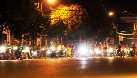 Đua xe đang là vấn đề nhức nhối ở cả Hà Nội và TP HCM. Ảnh: An Nhơn.