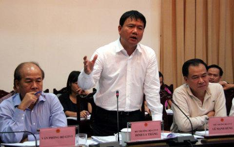 Bộ trưởng Đinh La Thăng phát biểu tại buổi họp chiều 17/10. Ảnh: Tiến Dũng
