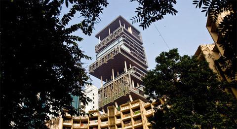 Tòa nhà tỷ đô của tỷ phú Ấn Độ Antilia. Ảnh: NYT.
