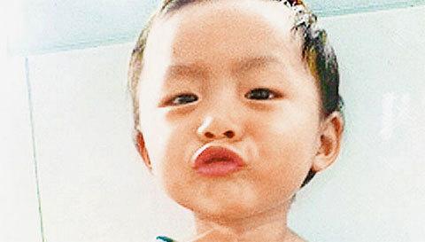 Bé gái Yue Yue. Ảnh: Oriental Daily News
