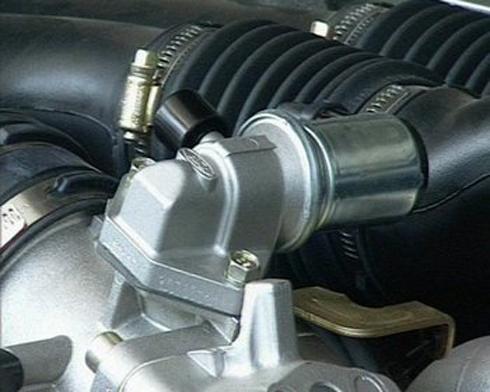 Van không tải kiểm soát không khí nạp vào động cơ ở chế độ không tải.