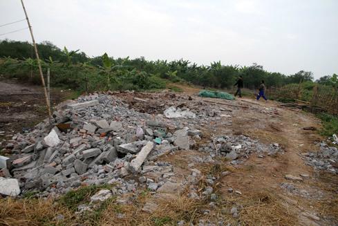 Sau vụ cưỡng chế, nhà ông Đoàn Văn Vươn và một số người khác đã bị phá sập khiến vợ con và họ hàng của ông phải đi ở nhờ. Ảnh: Nguyễn Hưng.