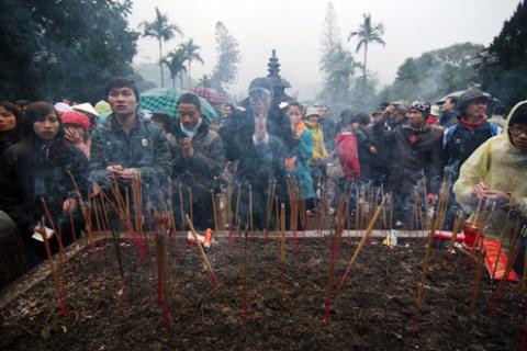 Sau lễ khai mạc, người dân
