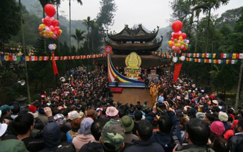 Đúng 9h sáng nay, lễ hội chùa hương 2012 chính thức khai hội.