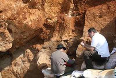 Các nhà khoa học tiếp tục khai quật tại Hang Hươu Đỏ ở Trung Quốc. Ảnh:
