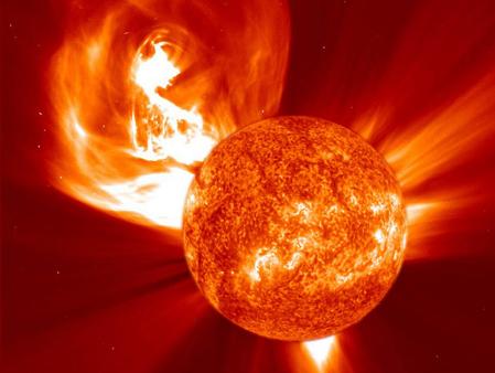 Bão mặt trời, một trong các nguyên nhân được cho là sẽ gây hủy diệt trái đất, theo quan niệm của những người tin vào ngày tận thế theo tín ngưỡng người Maya. Ảnh minh họa: blogspot.