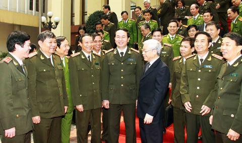 Tổng Bí thư Nguyễn Phú Trọng thăm lực lượng CAND. Ảnh: CAND