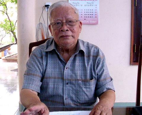 Trung tướng Lê Nam Phong - nguyên Tư lệnh Sư đoàn bộ binh 7 (Quân đoàn 4) trả lời VnExpress. Ảnh: Tá Lâm.