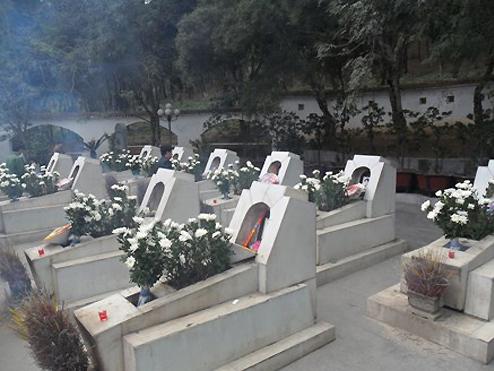 Phần mộ 10 cô gái Ngã ba Đồng Lộc.