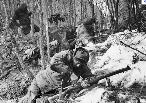 Các binh sĩ thuộc tiểu đoàn 3, trung đoàn hoàng gia Australia tham gia một trận đánh trong chiến tranh Triều Tiên.