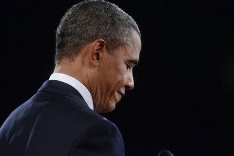 Ứng viên tổng thống đảng Dân chủ Baracsk Obama trong cuộc tranh luận với đối thủ Cộng hòa Mitt Romney 3/10. Ảnh: AFP