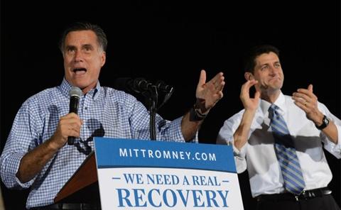 Ứng viên tổng thống đảng Cộng hòa Mỹ Mitt Romney bên cạnh phó tướng Paul Ryan trong một buổi vận động tranh cử. Ảnh: AP