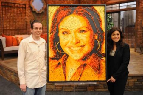 Ngoài Obama và Romney, nghệ sĩ này từng tạo nên các bức chân dung bim bim khác cho Rachael Ray, diễn viên Conan O'brien, nghệ sĩ rap Ceelo Green.