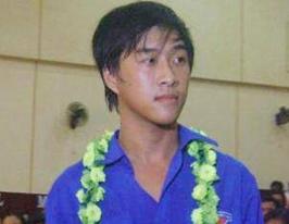 Hiệp sĩ Nguyễn Hồ Thế Lộc trong lễ tuyên dương Sống đẹp vì cộng đồng năm 2011. Ảnh: Tiền phong.
