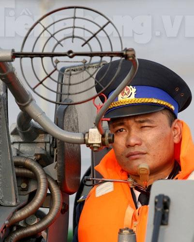 Hoạt động trong điều kiện sóng gió nên chiến sĩ Cảnh sát Biển đều phải làm quen với sự khắc nghiệt của biển mỗi khi giông bão.