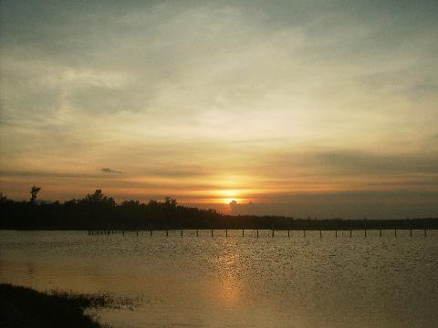 Chiều trên Hồ Lộc Ninh (TP. Đồng Hới)